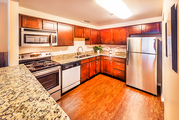 Grandin House - 2101 Grandin Rd, Cincinnati, OH 45208