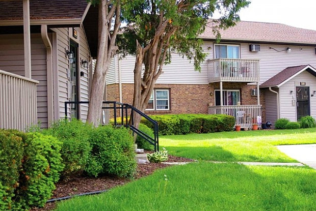 Woodland Village - 585 S Perry Pkwy, Oregon, WI 53575