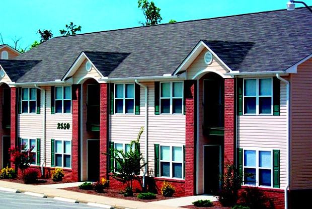 Cumberland Towers - 2580 Cumberland Creek Dr, Fayetteville, NC 28306