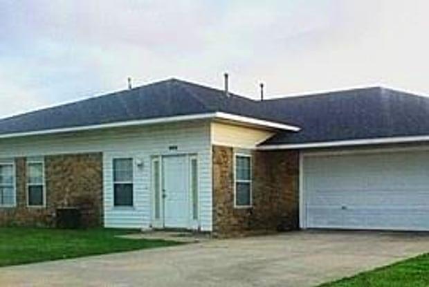 985 Daisy LN - 985 North Daisy Lane, Fayetteville, AR 72704