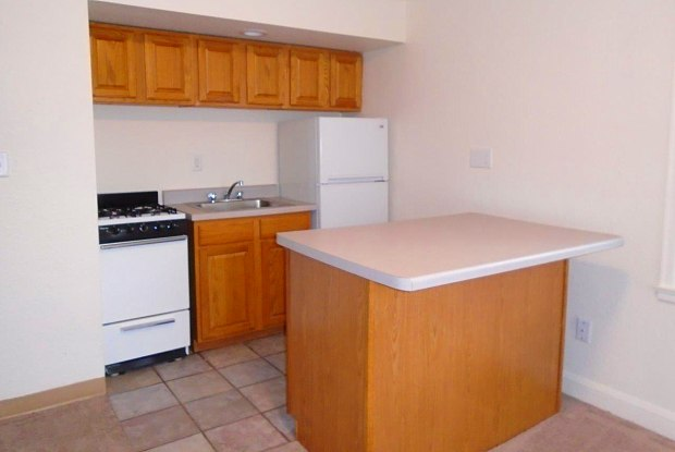 Town & Country Apartments - 2214 Marshall Avenue, St. Paul, MN 55104