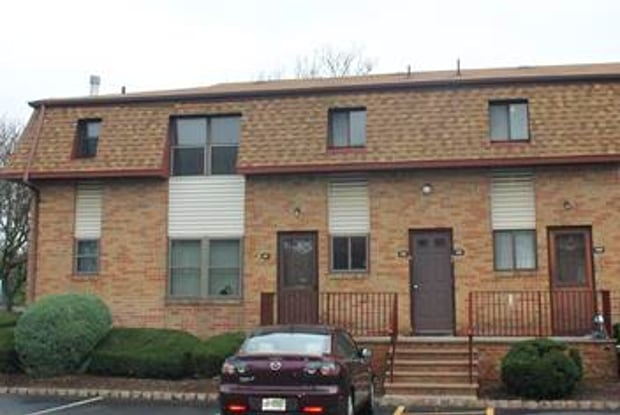 212 N Oaks Boulevard - 212 North Oaks Boulevard, North Brunswick, NJ 08902
