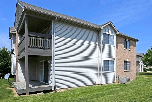 Knoxville Pointe - 1700 W Hickory Grove Rd, Dunlap, IL 61525
