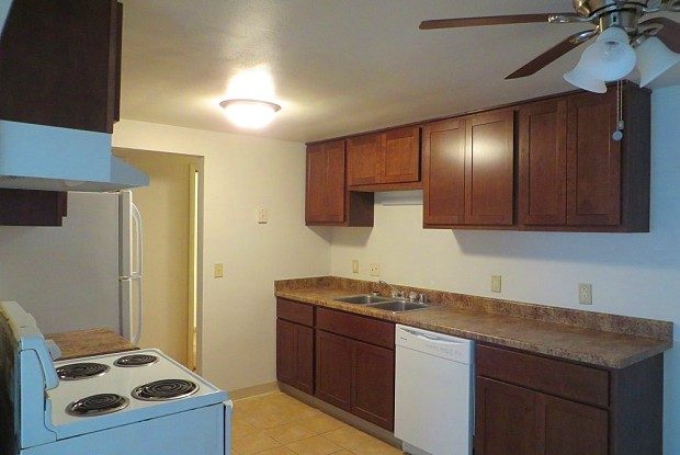 Meadowoods Apartments - 5806 Russett Rd, Madison, WI 53711