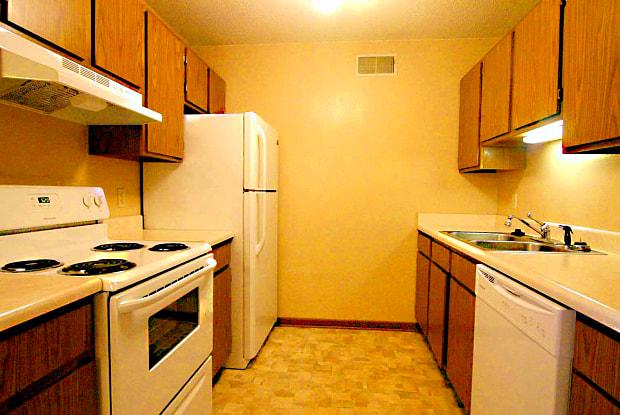 Four Seasons Apartments II - 641 35th Street, Des Moines, IA 50312