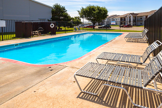Cottonwood Apartments - 821 Millwood Cir, Liberal, KS 67901