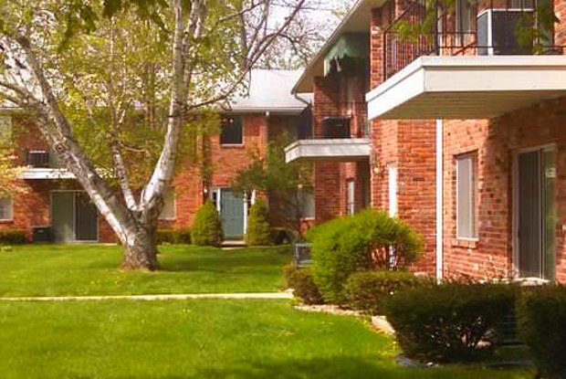 Giant Oaks Apartments - 1312 W 8th St, Anderson, IN 46016