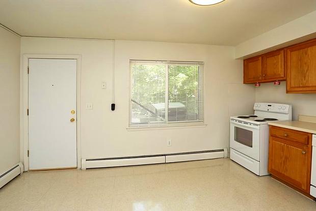 Oakland/Parkside Gardens Apartments - 300 Britannia St, Meriden, CT 06450