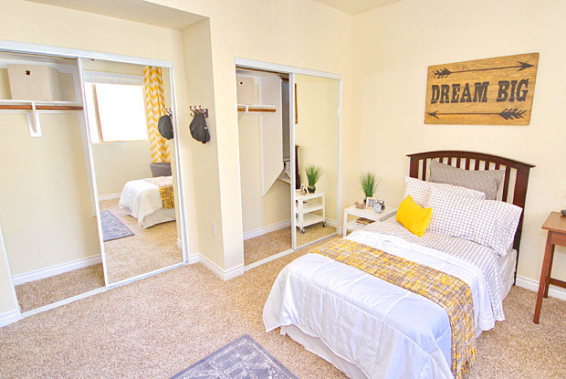 IMT Townhomes at Magnolia Woods - 14625 Magnolia Blvd, Los Angeles, CA 91403