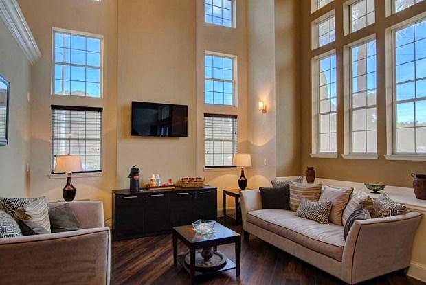 Captiva Club Apartments - 4401 Club Captiva Dr, Town 'n' Country, FL 33615