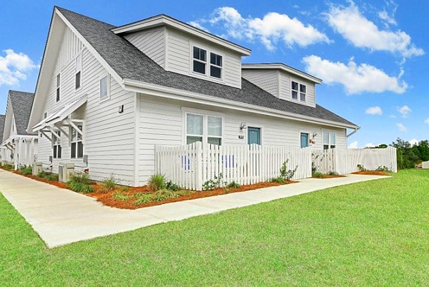 The Townhomes at Beau Rivage - 100 Beau Rivage Drive, Myrtle Grove, NC 28412