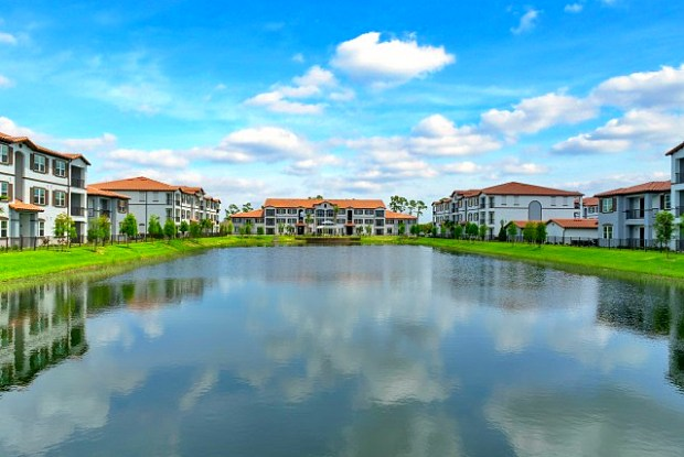 Venetian Apartments - 4051 Regata Way, Fort Myers, FL 33916