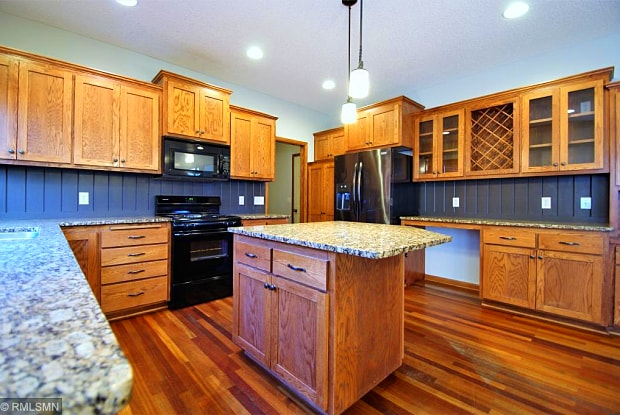 11346 Redwood Place - 11346 Redwood Place, Woodbury, MN 55129