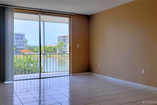 2905 Point East Dr - 2905 Point East Drive, Aventura, FL 33160