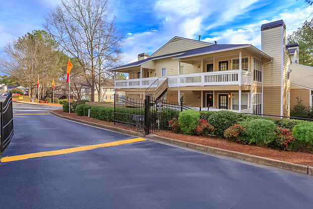 Renew Sandy Springs - 100 Greyfield Ln, Sandy Springs, GA 30350