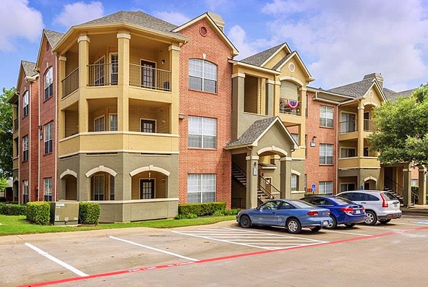 Colonial Village at Shoal Creek - 2500 Central Park Blvd, Bedford, TX 76022
