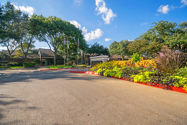 Legacy Apartments - 6909 Custer Rd, Plano, TX 75023