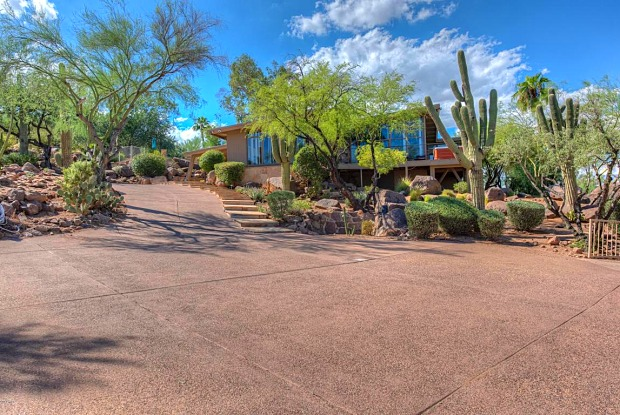 5719 E STARLIGHT Way - 5719 East Starlight Way, Paradise Valley, AZ 85253