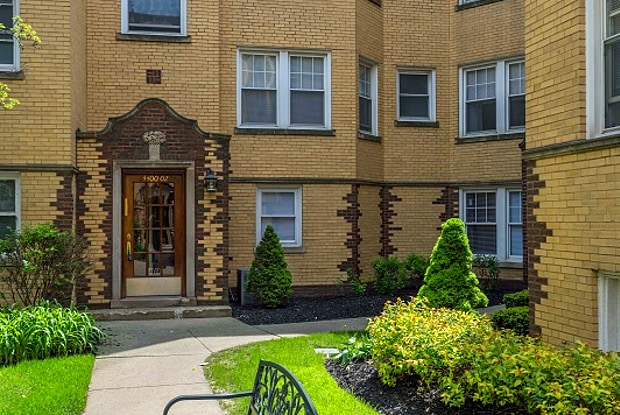 Rockwell Manor - 2600 West Montrose Avenue, Chicago, IL 60625