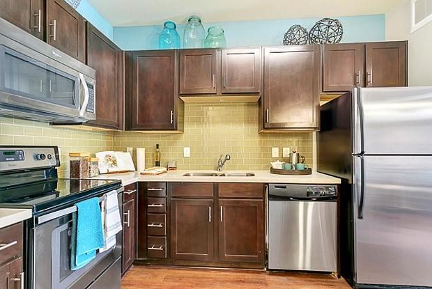 Trinity Bluff Urban Apartments - 701 E Bluff St, Fort Worth, TX 76102