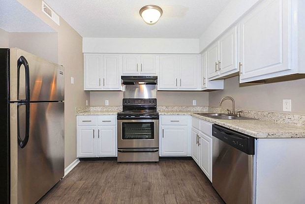 Laurel Ridge Apartments - 4715 Bonny Oaks Dr, Chattanooga, TN 37416