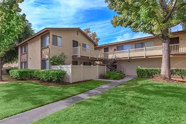 Ridgewood Village Apartment Homes - 1918 E Vanowen Ave, Orange, CA 92867