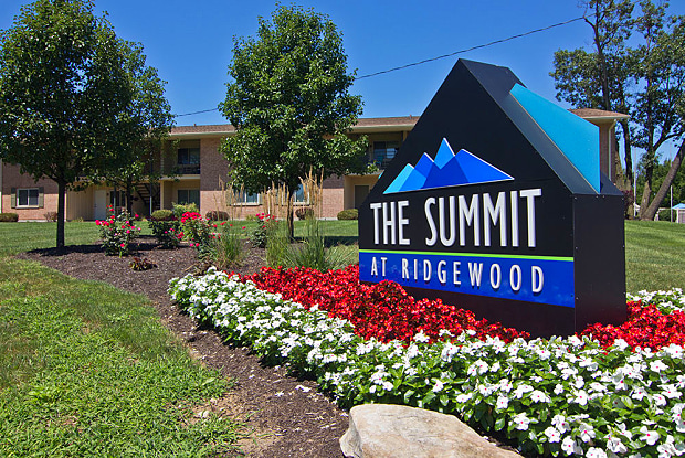 The Summit at Ridgewood - 1035 Ridgewood Dr, Fort Wayne, IN 46805