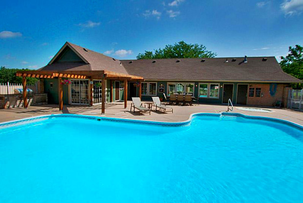 The Lodge - 1141 NW Arlington Pl, Blue Springs, MO 64015