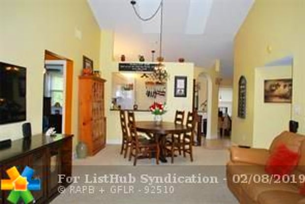 102 NW 98th Ter - 102 NW 98th Ter, Plantation, FL 33324