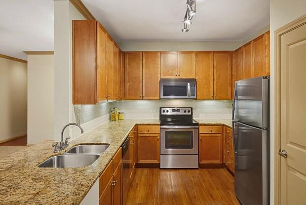 Camden Amber Oaks - 9001 Amberglen Blvd, Austin, TX 78729
