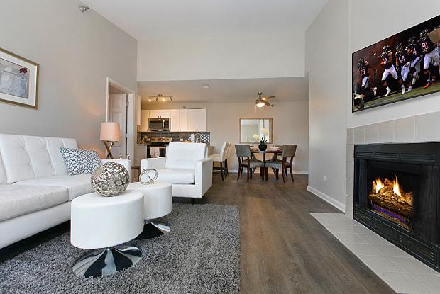 Hunter's Glen Apartments - 245 N Oakhurst Dr, Aurora, IL 60504