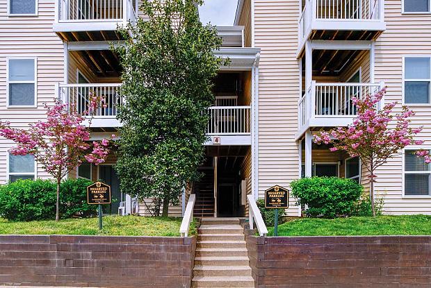 Stonecreek Club Apartment Homes - 12840 Locbury Cir, Germantown, MD 20874