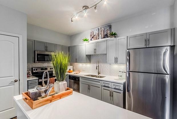 Urban House - 1409 N Zang Blvd, Dallas, TX 75203