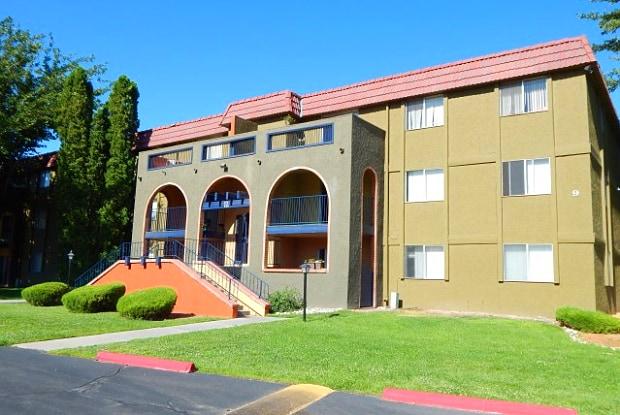 La Entrada - 8000 Montgomery Blvd NE, Albuquerque, NM 87109