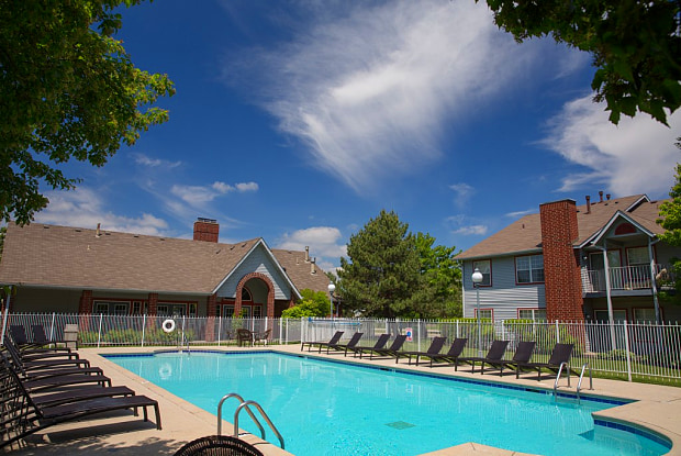 Deer Valley Luxury Apartments| - 30011 N Waukegan Rd, North Chicago, IL 60044