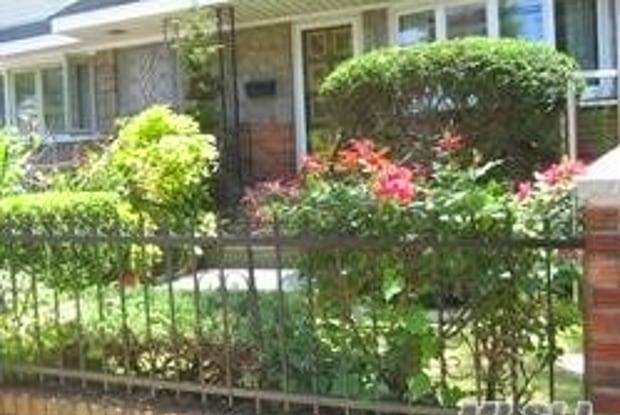 137-10 Kalmia St - 137-10 Kalmia Avenue, Queens, NY 11355