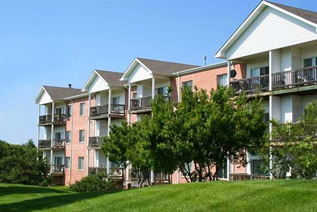 Holmes Lake by Broadmoor - 7100 Holmes Park Rd, Lincoln, NE 68506
