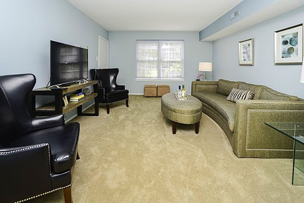 Brookside Manor Apartments & Townhomes - 2 Willow Ln, Lansdale, PA 19446