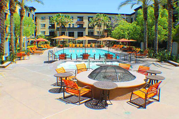 AMLI Warner Center - 21200 Kittridge St, Los Angeles, CA 91303