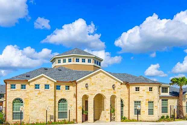 Avenues at Creekside - 625 Creekside Way, New Braunfels, TX 78130
