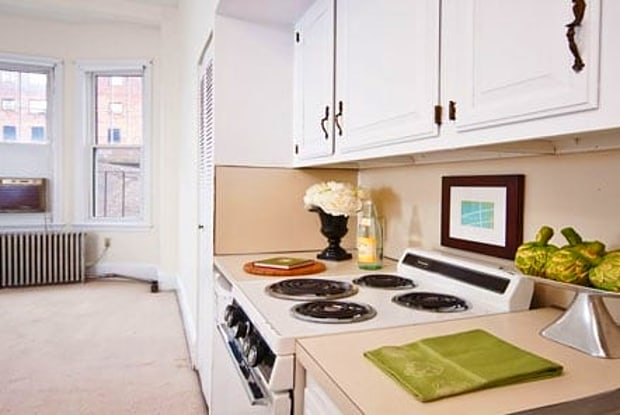 Hampton Court - 1223 Beacon St, Brookline, MA 02446