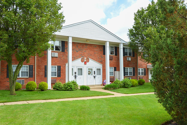 Country Manor - 2151 E Lincoln Hwy, Levittown, PA 19056