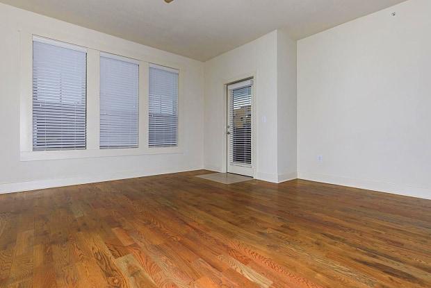Mirabelle - 310 West 45th Terrace, Kansas City, MO 64111