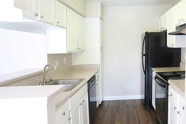 Alvarado Apartments - 611 Lead Ave SW, Albuquerque, NM 87102