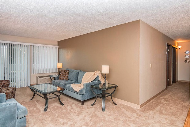 Ridge Oaks - 2300 Indian Hills Dr, Sioux City, IA 51104