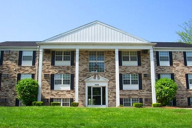 Brandon Manor - 7451 Lunitas Ln, Perrysburg, OH 43551