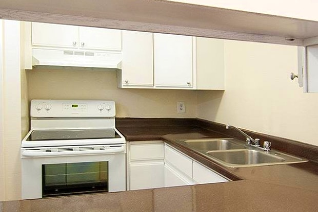 Apartments at Decker Lake - 2184 W 3100 S, West Valley City, UT 84119