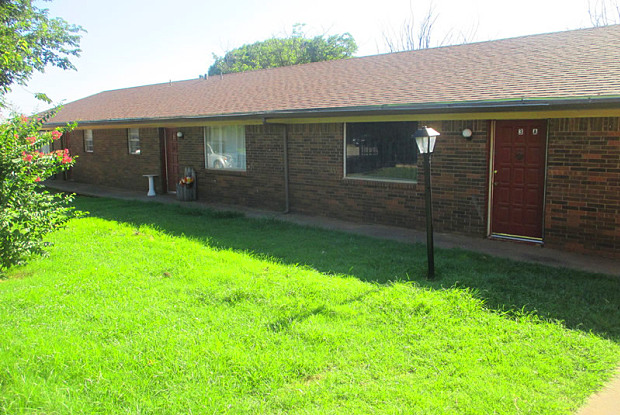 Country Hills - 1101 Mary Dr, Iowa Park, TX 76367