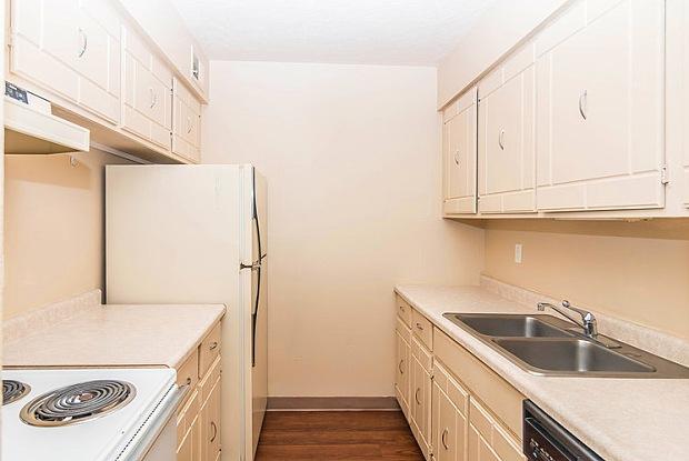 Indian Hills Apartments - 3915 Winona Way, Sioux City, IA 51104