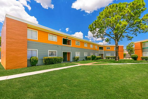 Redwood Gardens Apartment Homes - 910 Redwood St, Houston, TX 77023
